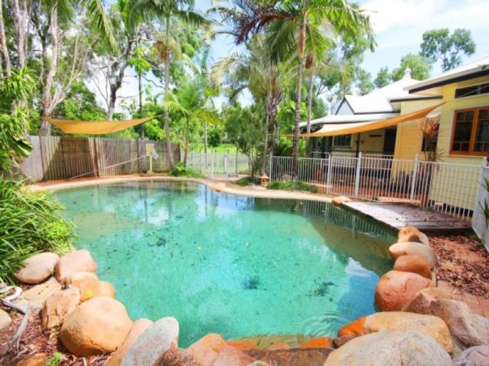 MAGNIFICENT QUEENSLANDER WITH GRANNY FLAT AND POOL