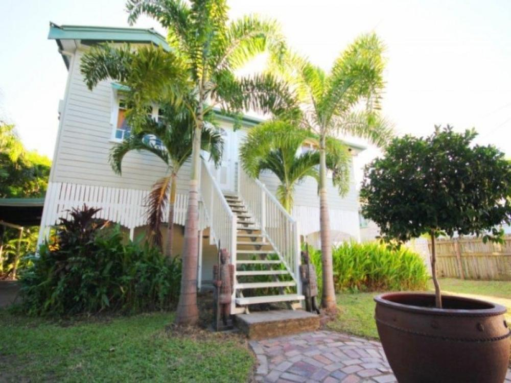 STUNNING QUEENSLANDER WITH THE LOT